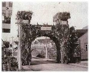 Porte du Centenaire (1924) À chaque entrée du village, une porte recouverte de conifères avait été installée pour le centenaire du village.